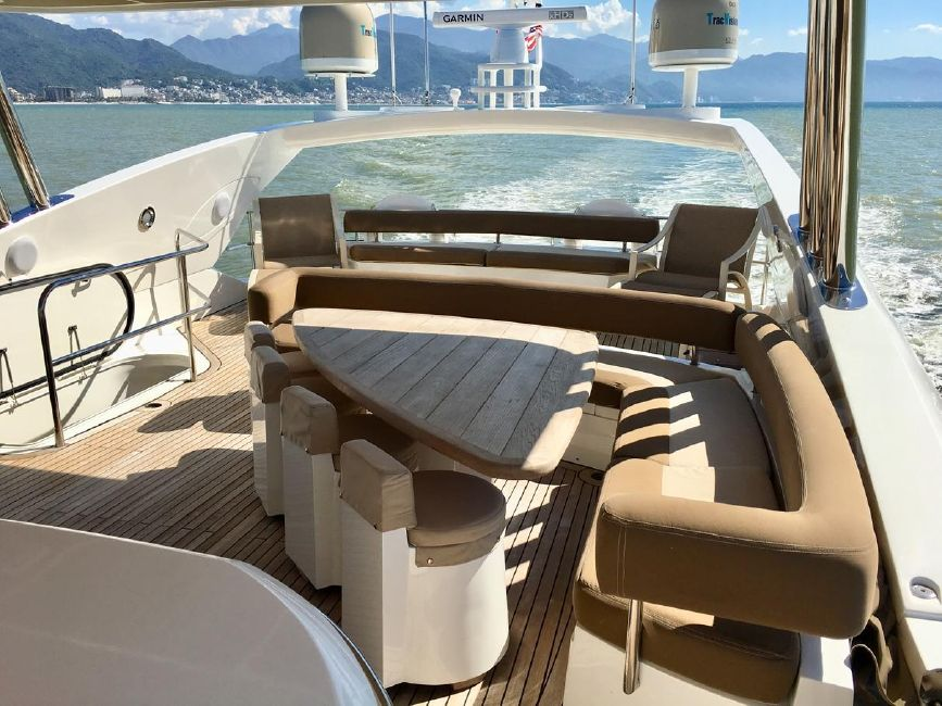 Sunseeker 82 Yacht Flybridge
