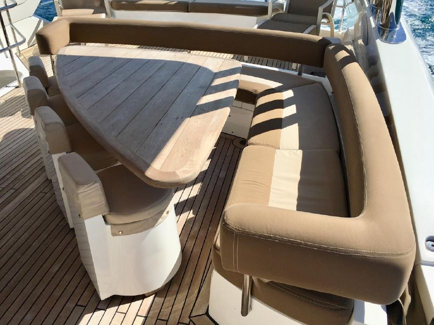Sunseeker 82 Yacht Flybridge Settee