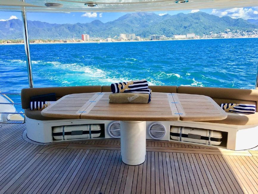 Sunseeker 82 Yacht Cockpit