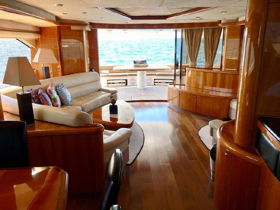 Sunseeker 82 Yacht Salon Interior