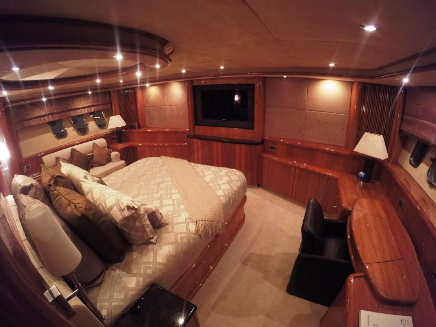 Sunseeker 82 Yacht Master Stateroom