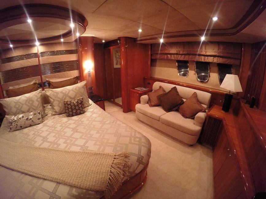 Sunseeker 82 Yacht VIP Stateroom