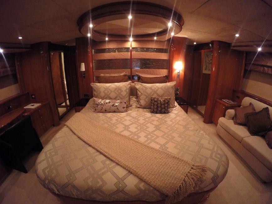 Sunseeker 82 Yacht Guest Stateroom