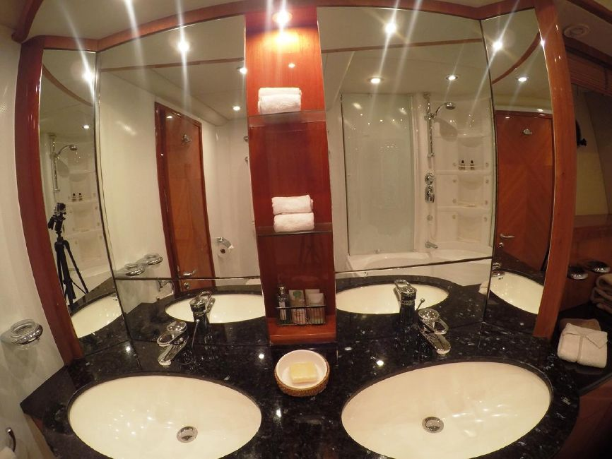 Sunseeker 82 Yacht Guest Bathroom Head