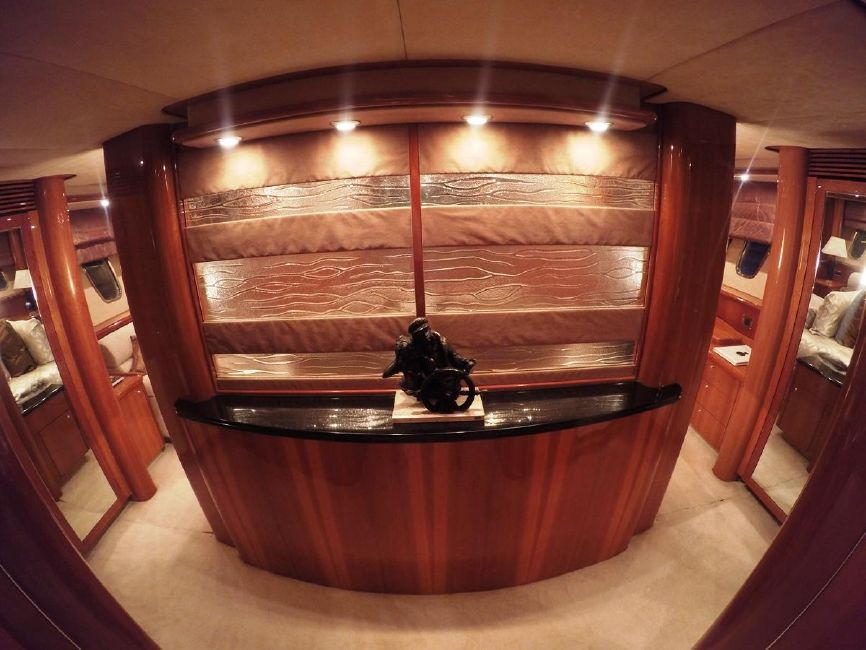 Sunseeker 82 Yacht Interior