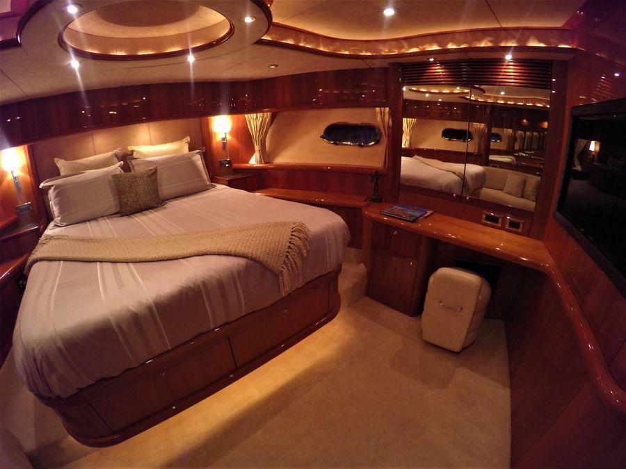 Sunseeker 82 Yacht Guest Bed