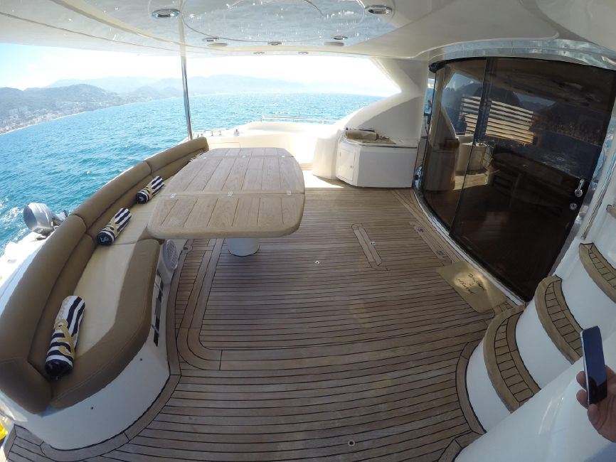 Sunseeker 82 Yacht Cockpit Seating
