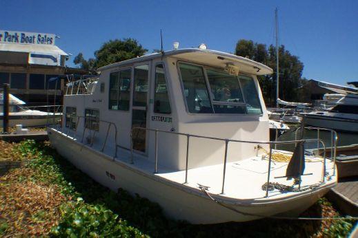 1976 Burnscraft Houseboat