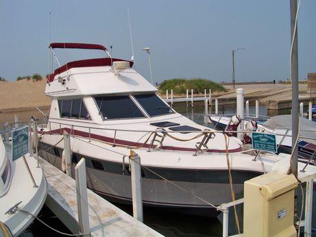 1986 Cruisers 338 Chateau Vee