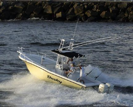 2011 Dusky 252 OPEN FISHERMAN