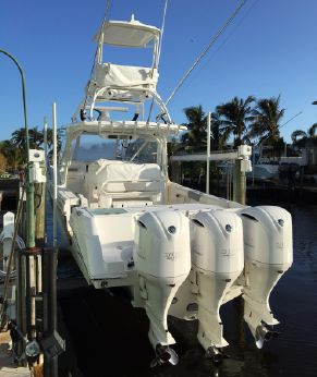 2017 Everglades 350LX