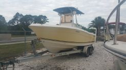 2007 Clearwater 2200 WI Center Console