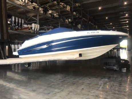 2015 Sea Ray 220