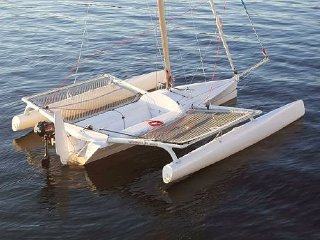 2017 Trimaran Sailboat