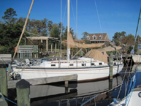 1983 Endeavour 33 Sloop