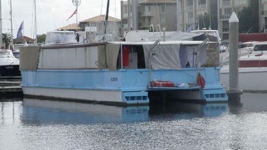 2005 Coastal Houseboat 49'