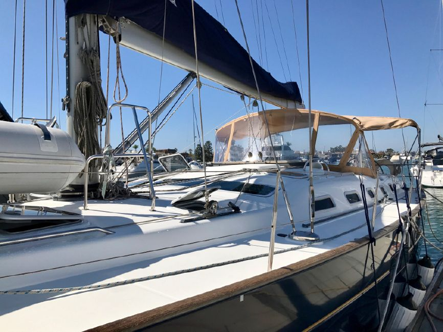 Beneteau 523 Sailboat Exterior Port Profile
