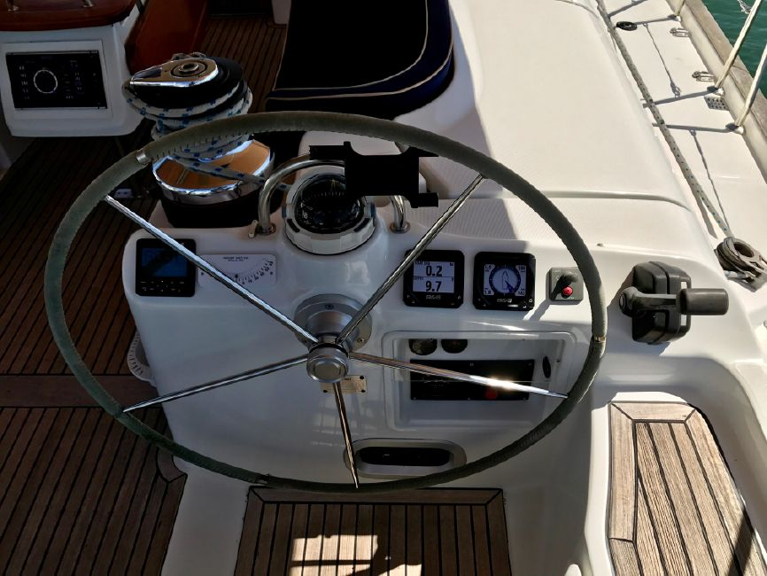 Beneteau 523 Sailboat Starboard Helm Wheel