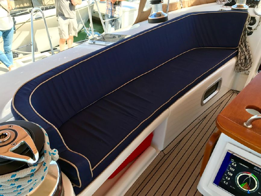 Beneteau 523 Sailboat Cockpit Seating