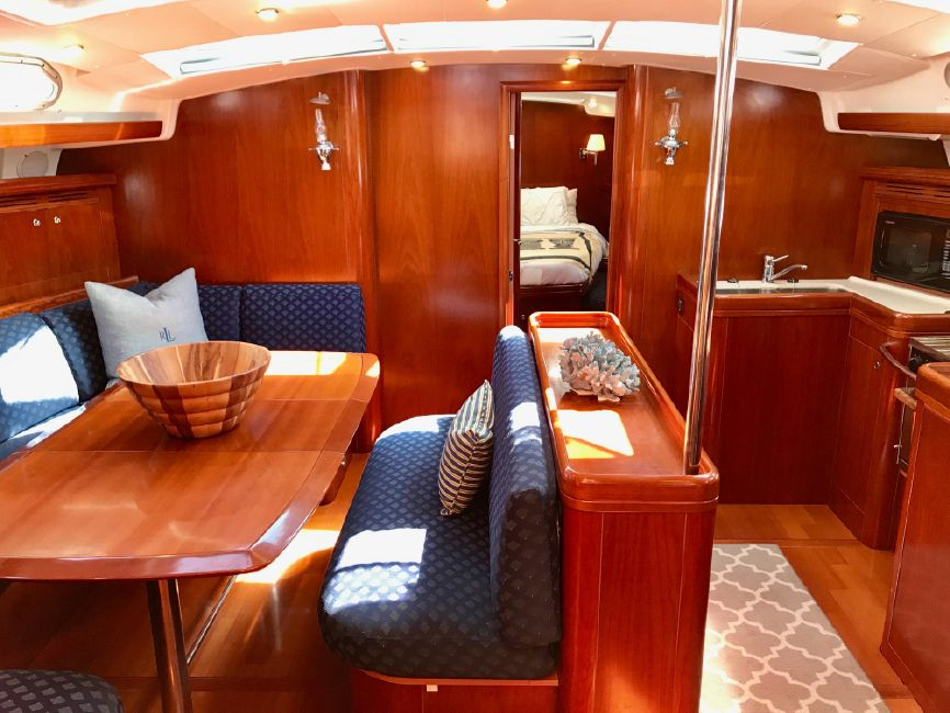 Beneteau 523 Sailboat Salon Interior