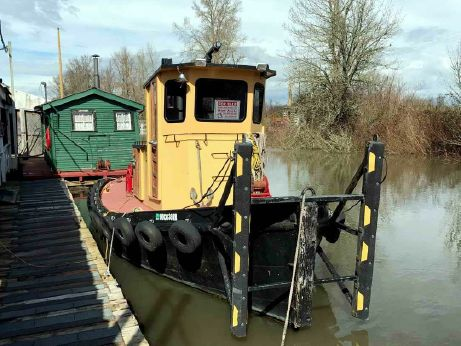 1953 Tug Boat - Detroit Diesel Powered