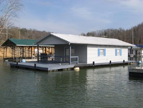 1990 Custom Built 20 x 33 Floating Cottage