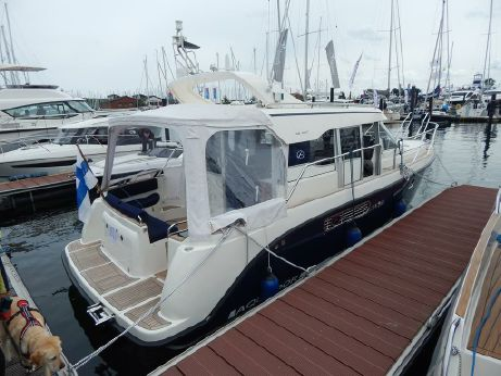 2013 Aquador AQ 32 Cabin