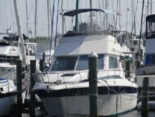 1988 Cruisers Yachts 338 Chateau Vee FB Sedan
