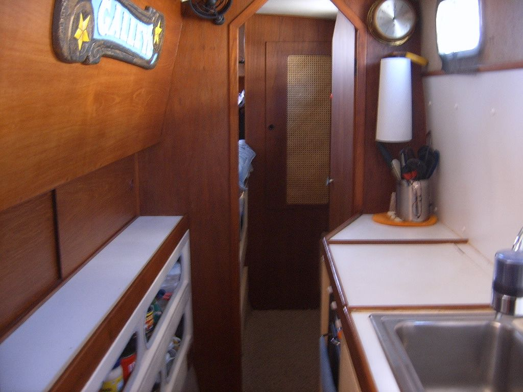 32' Fisher Pilothouse Catamaran+Salon
