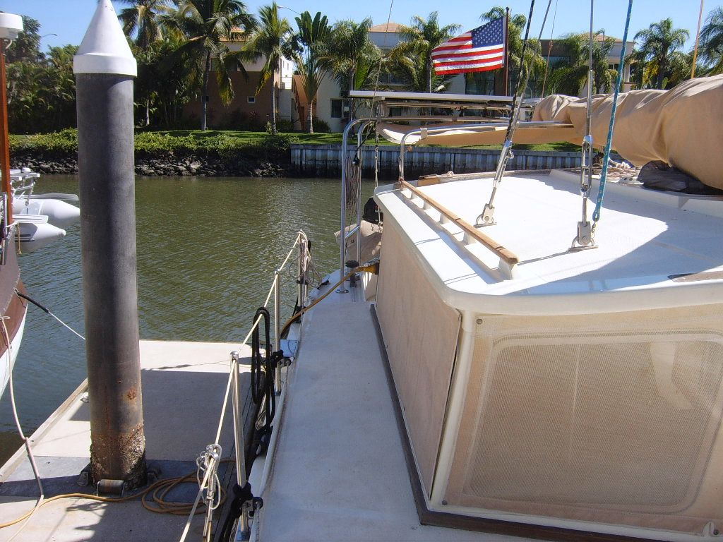 32' Fisher Pilothouse Catamaran+Pilothouse