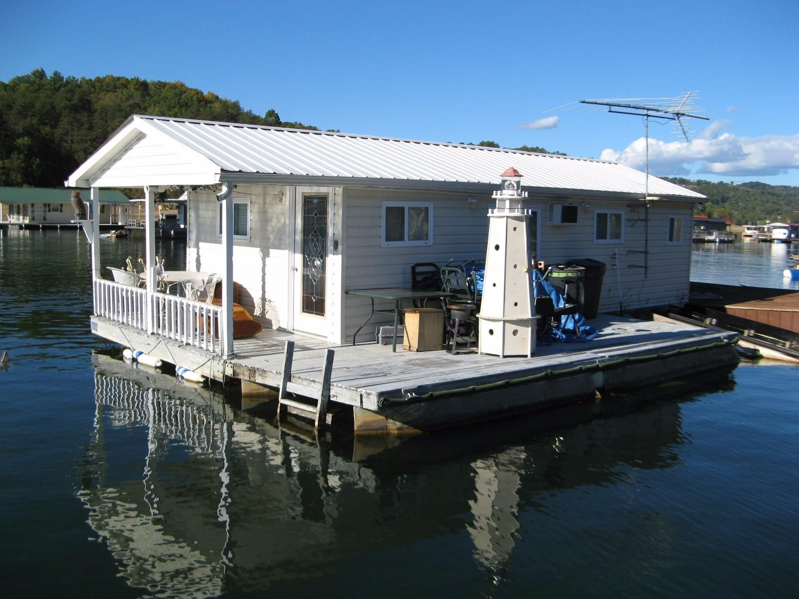 1980 Custom Built 450 Sqft Floating Cottage Power Boat For