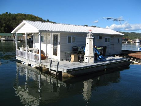 1980 Custom Built 450 sqft Floating Cottage