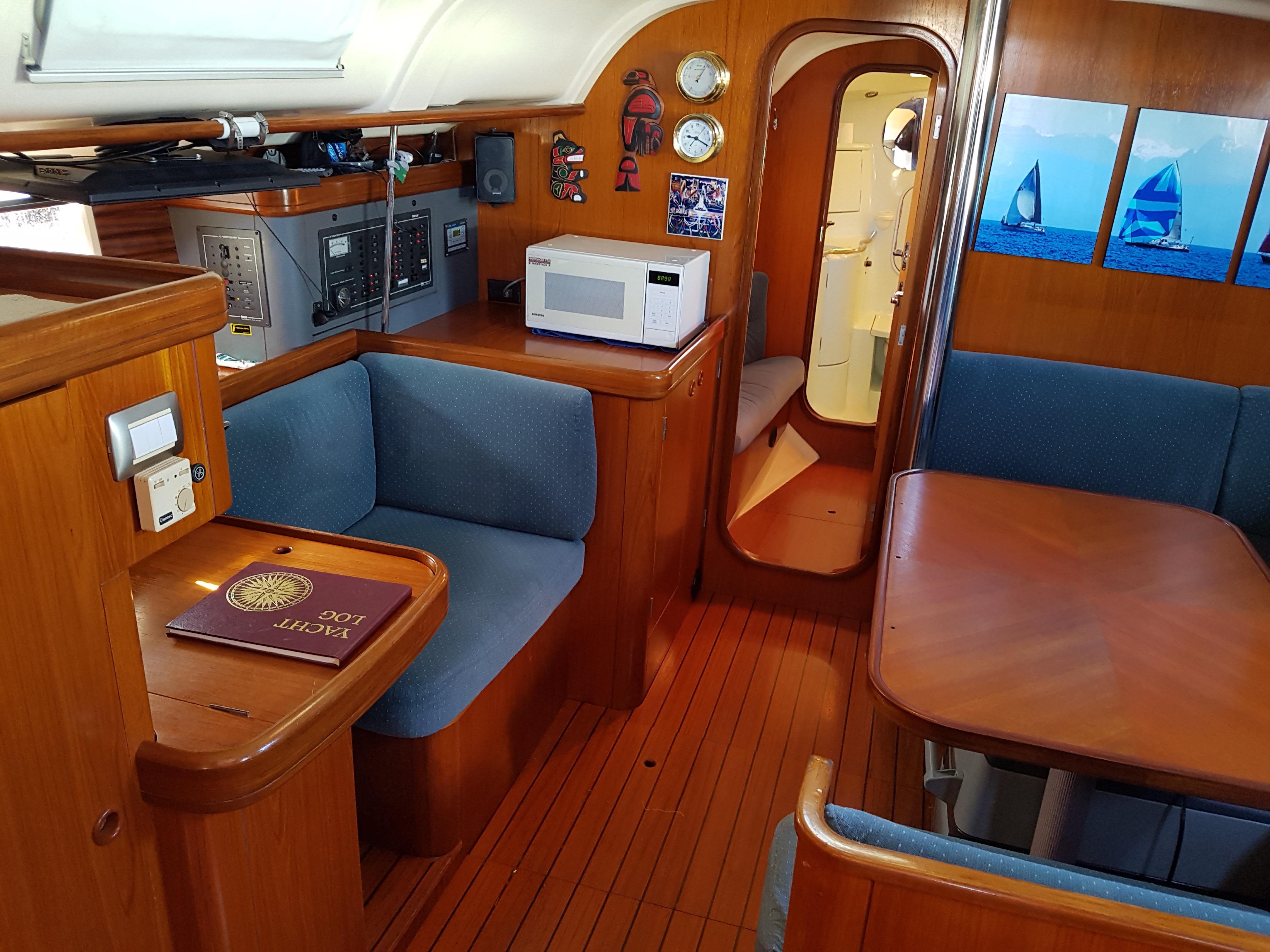 40' Beneteau Oceanis 400+Photo 12