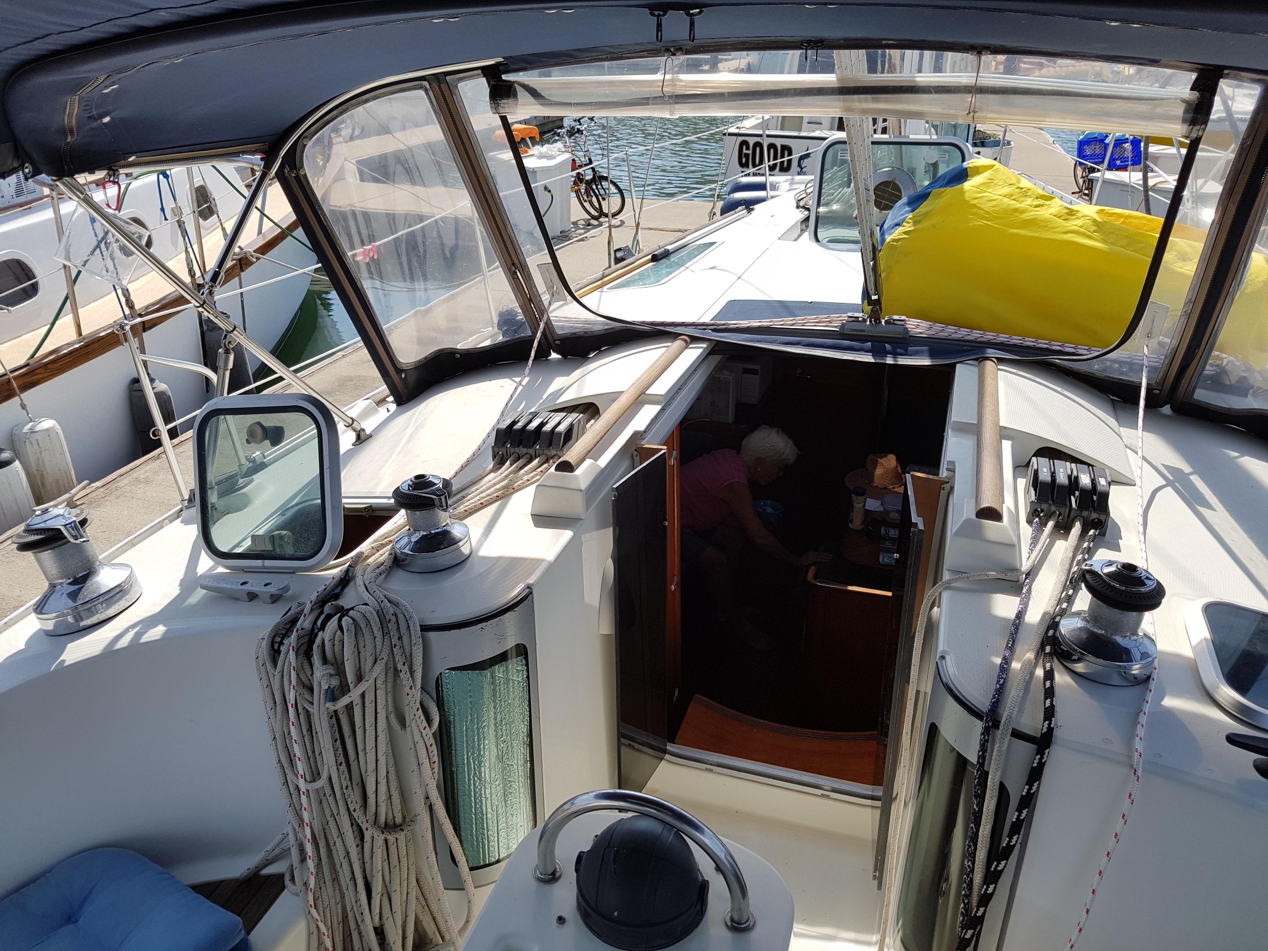 40' Beneteau Oceanis 400+Photo 10