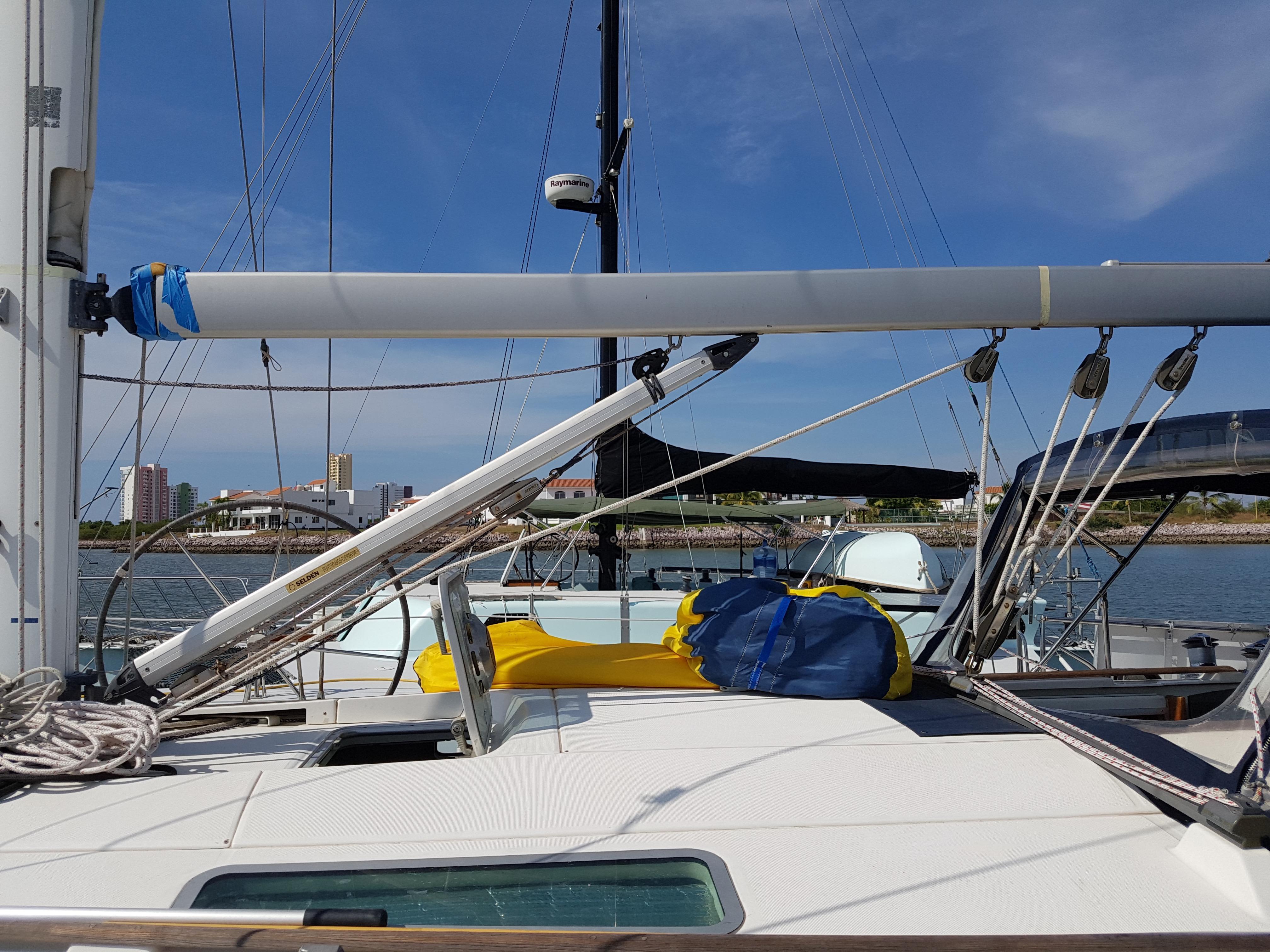 40' Beneteau Oceanis 400+Photo 4