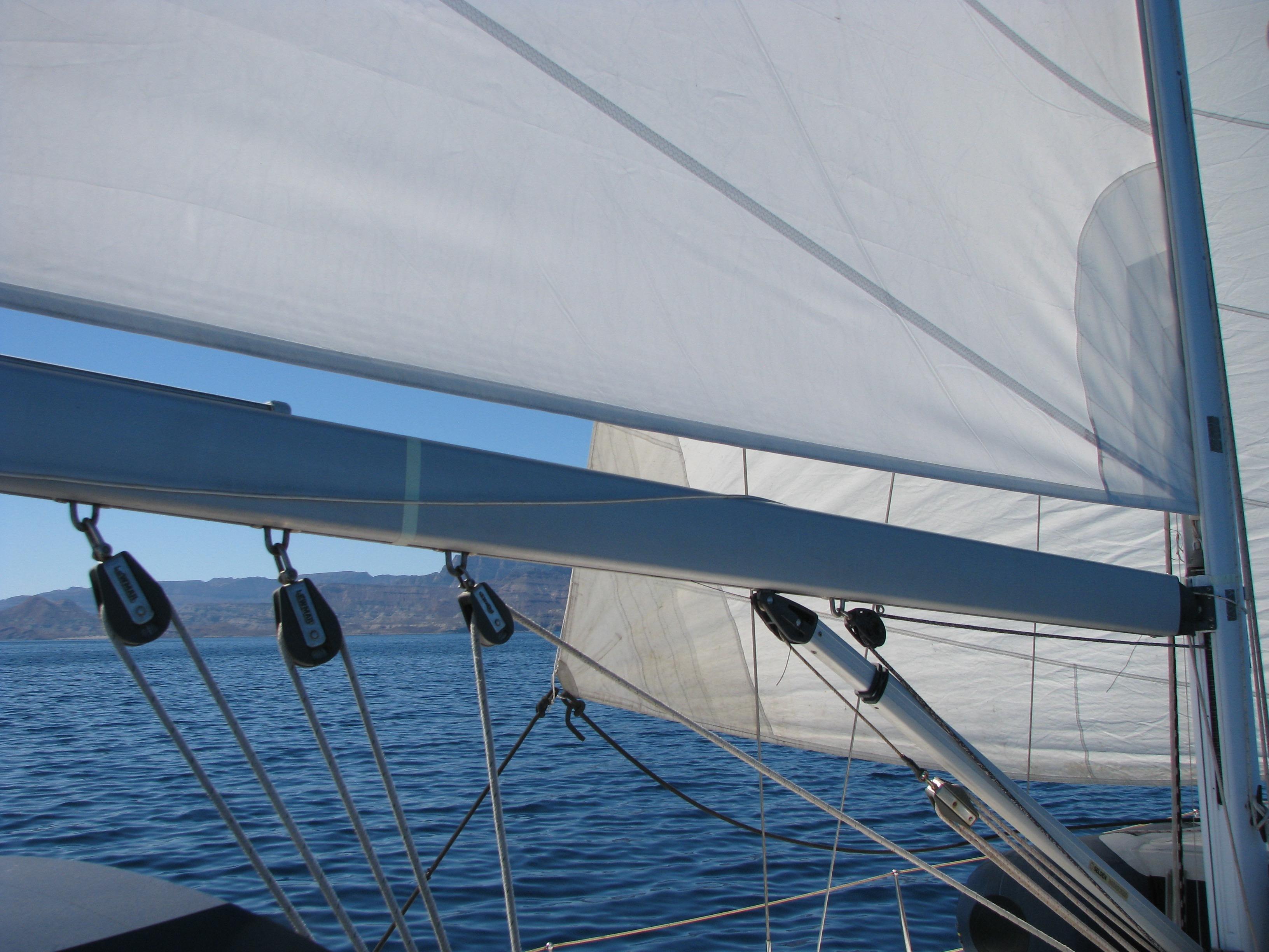 40' Beneteau Oceanis 400+Photo 5