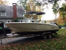 2004 Boston Whaler 240 Outrage with Trailer