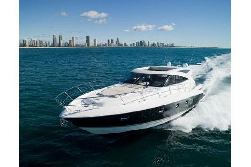 2014 Riviera 5800 Sport Yacht