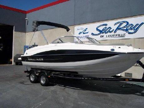 2013 Bayliner 215 Deckboat