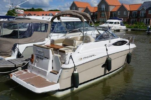2010 Regal 2565 Express Cruiser