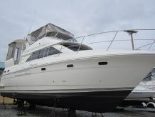 2005 Cruisers Yachts 375 Motor Yacht