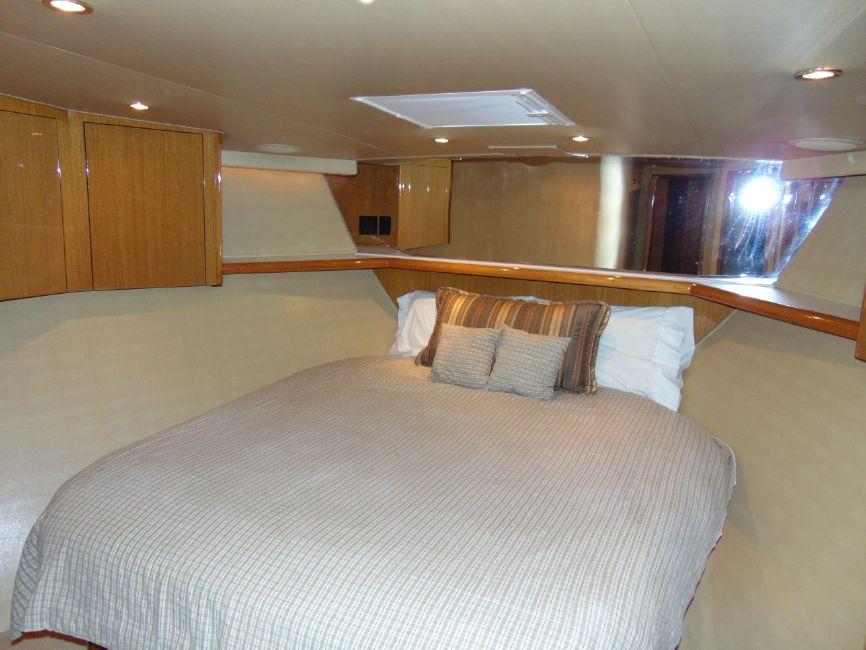 65 Viking Enclosed Flybridge VIP Bedroom