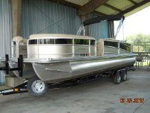 2012 Berkshire 283 SLX Tritoon