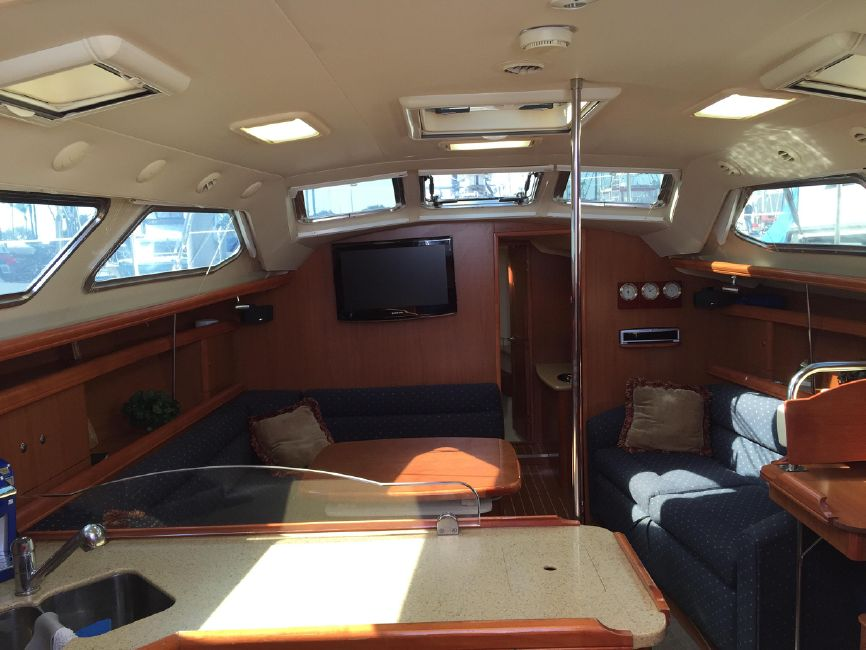 Hunter 41 DS Interior Salon