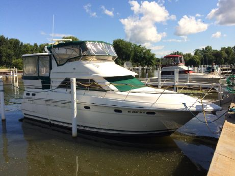 1997 Cruisers 3650 Aft Cabin Motoryacht