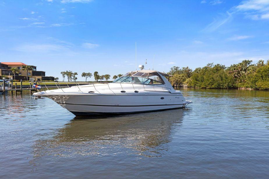 2000 cruisers yachts 4270 express