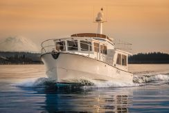 2015 Helmsman Trawlers 43 Pilothouse