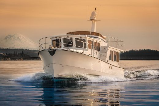 2019 Helmsman Trawlers 43 Pilothouse