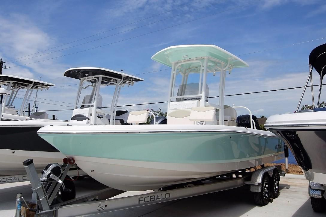 2017 robalo 226 cayman power boat for sale www for Robalo fish in english