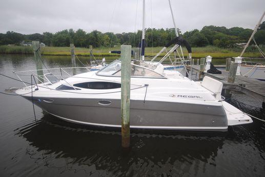 2009 Regal 2565 Express Cruiser